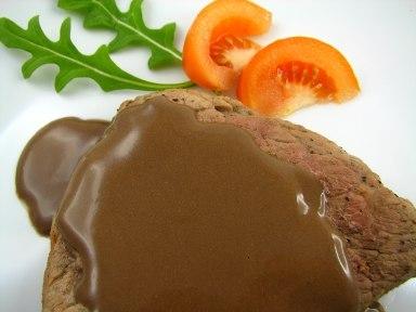 Bifes com molho de chocolate